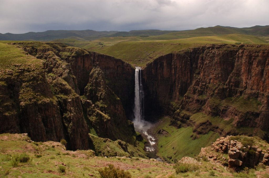 Величественный водопад