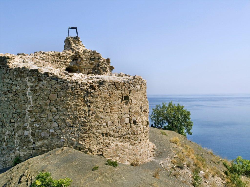 Крым,_мыс_Агира_-_Башня_Чобан-Куле_09