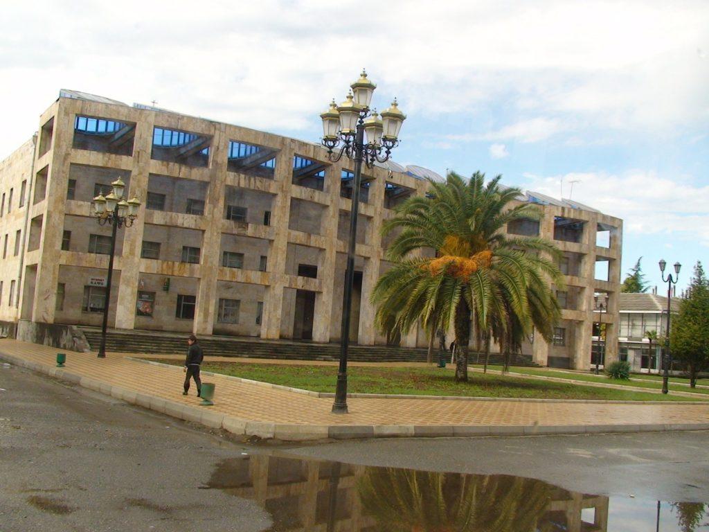Очамчира центр и пальма