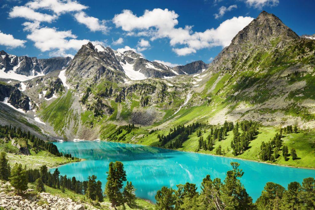 Beautiful turquoise lake in Altai mountains