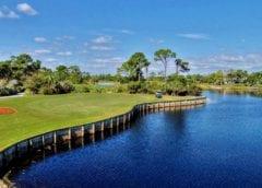 Поле для гольфа на берегу