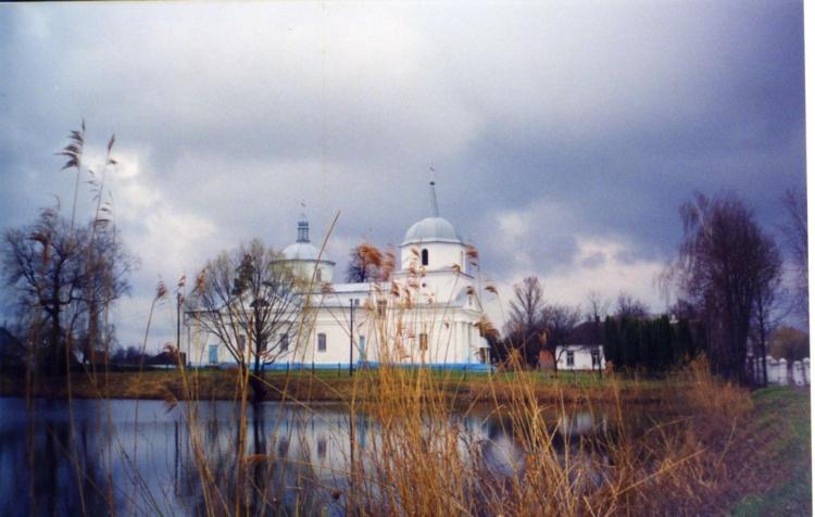 Храм на озере