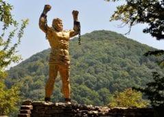 Известная скульптура Прометей, Сочи