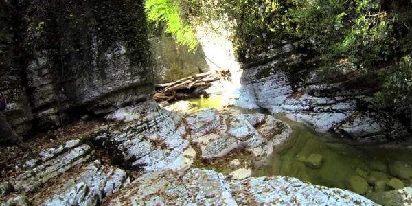 Агурские водопады красиво