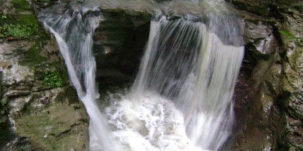 Водопад Ажек бассейн