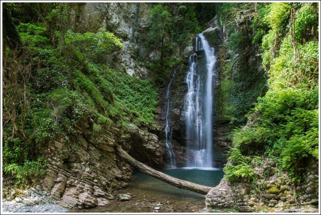 Водопад Ажек шикарный вид