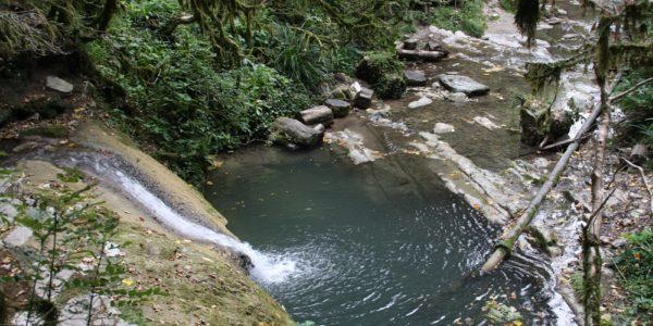 Сверху 33 водопадов