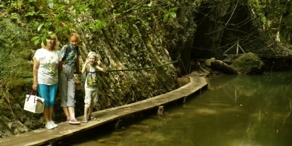 Свирсоке ущелье мостик в реке