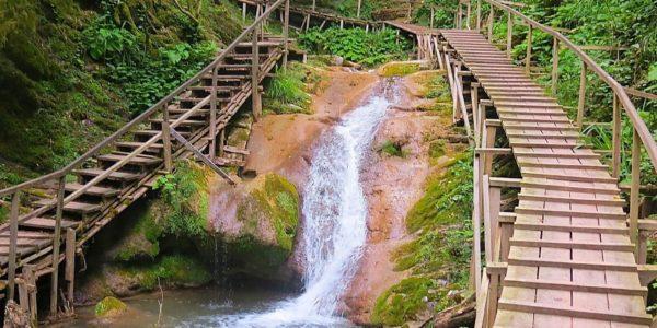 2 Мостика 33 водопада