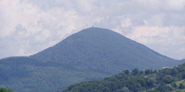 Гора Ахун из далека