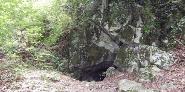 Большая Ахунская пещера