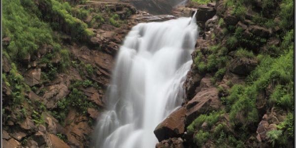 Водопад Безымянный зрелище у подножья