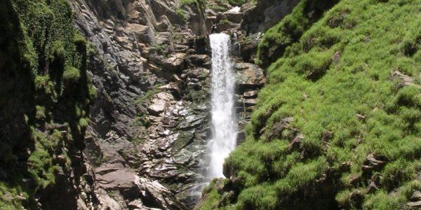 Водопад Безымянный красивое чудо света