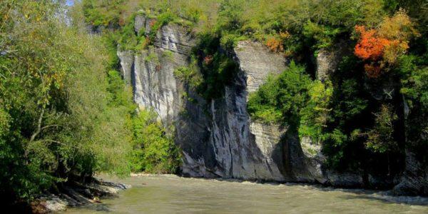 Дзыхринское ущелье горная река
