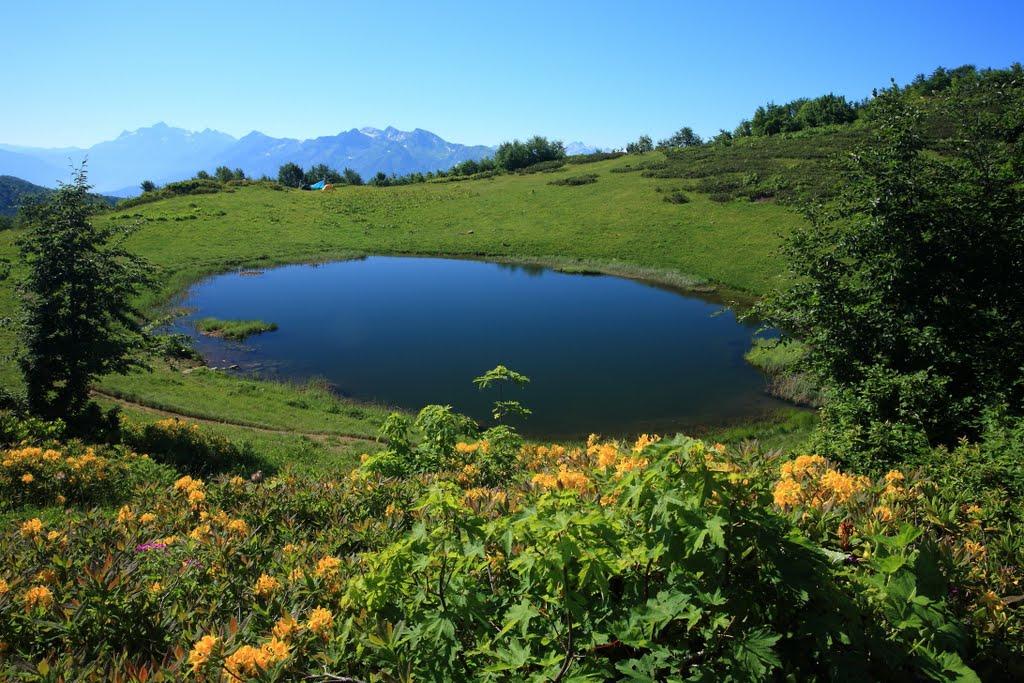 Озеро зеркальное хребет Ачишхо