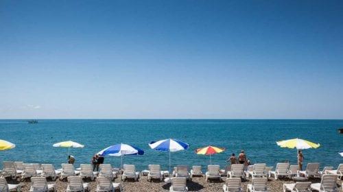 Пляж Санатория «Знание» отдых на лежаках