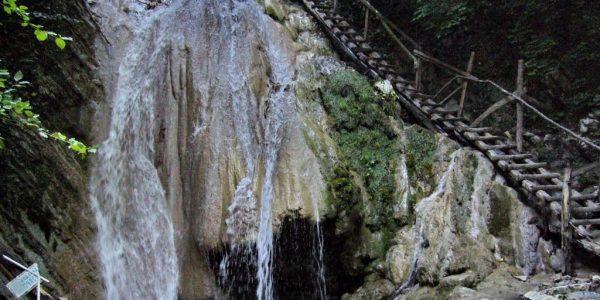 Водопады по дороге к Мамедову ущелью