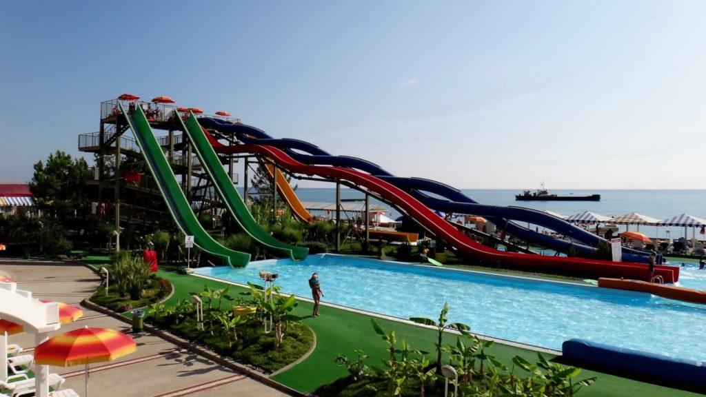 Во всей красе аквапарк Маяк в Сочи