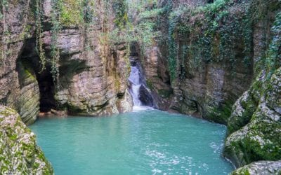Красивый Агурский водопад