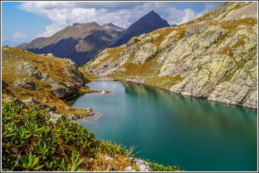 Красивый вид на озеро Кардывач
