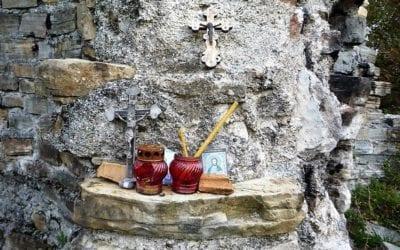 Лоосский храм с красивыми местами