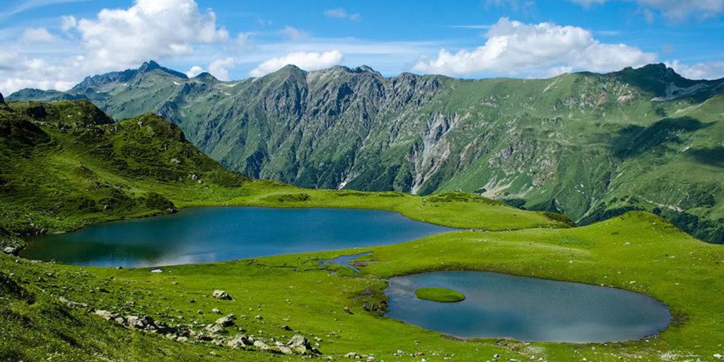 Хмелёвские озёра с красивым видом на горы