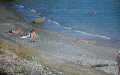 Нудистский пляж в Лоо